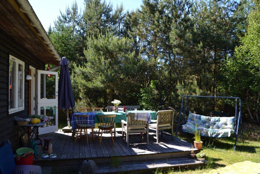 Stor ugenert terrasse adgang direkte til køkken
