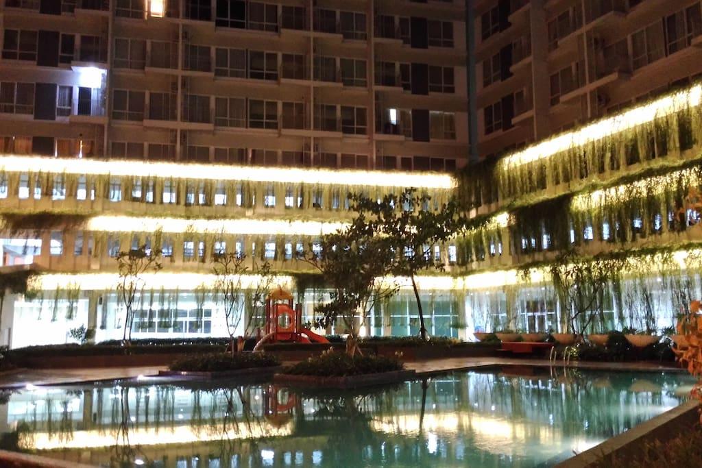 Spacious Comfy 2BR Apt w/ Pool - Near Mall & All