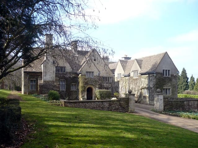 Stinchcombe Hill House B&B - Groups - Dursley