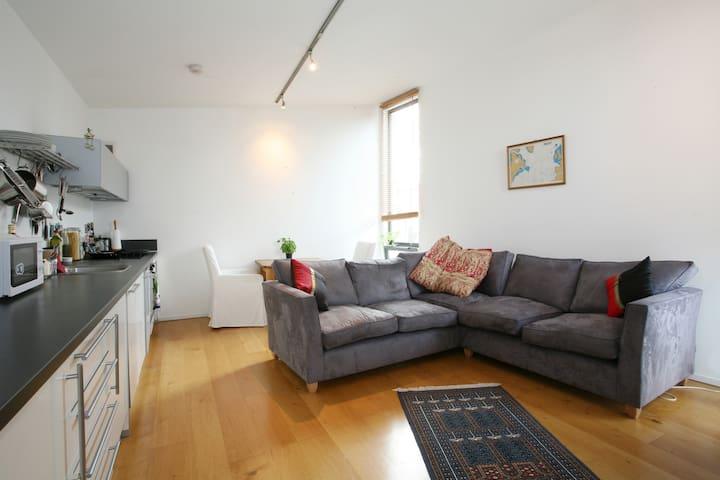 Light, Modern, 1st Floor Apartment. - Bristol - Apartment