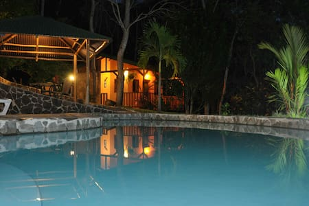 Tiriguro Lodge-B&B- Carambola - Orotina, Alajuela - Bed & Breakfast