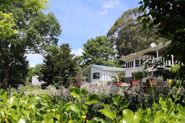 Cameo Country Garden Retreat