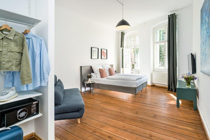 Stylish Apartment with Balcony in Prenzlauer Berg
