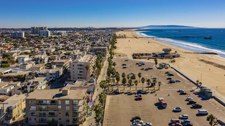 Venice Beach 2 bed 2 bath with ocean view deck