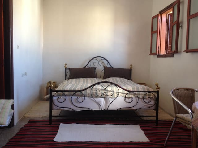 Sunny big room in old town house - Agadir - Huis