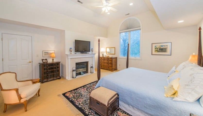 Luxurious Master Bedroom in Beautiful  Chatham Twp