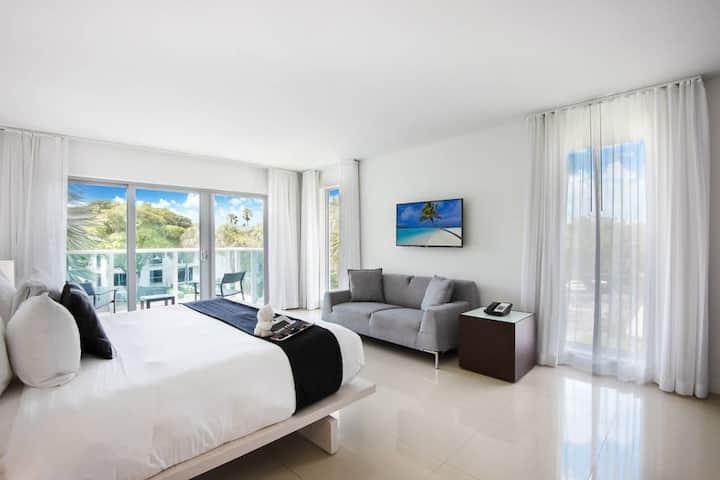 Two bedroom apartment steps away from the best beach in Miami @ Bal Harbour