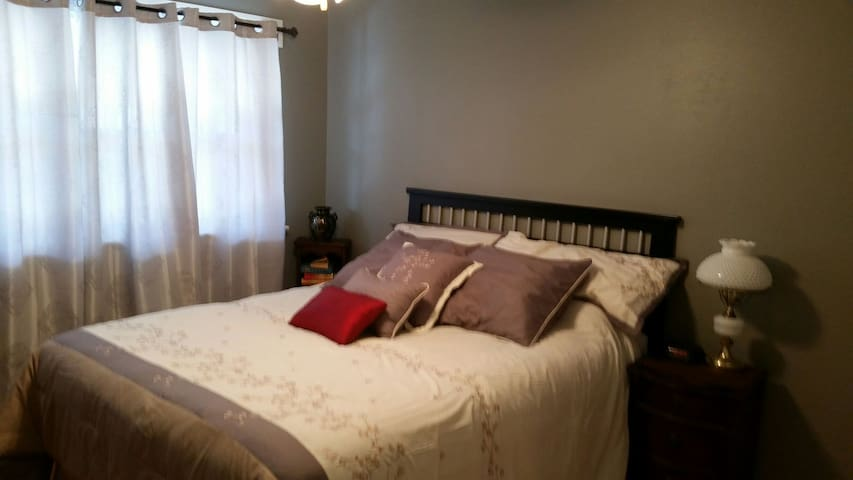 Cozy single bedroom on the 1st flr - Florissant - House
