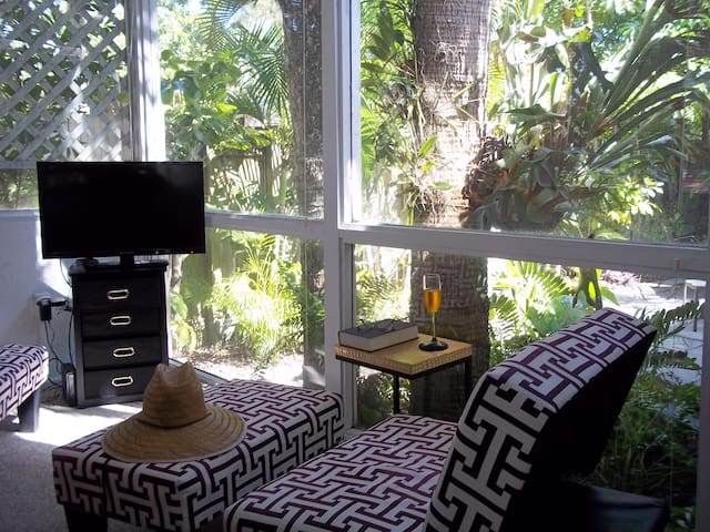 Tropical Bungalow Steps from Beach & Village - Siesta Key