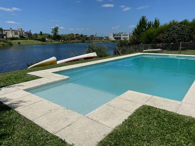 Hermosa Casa con costa al lago