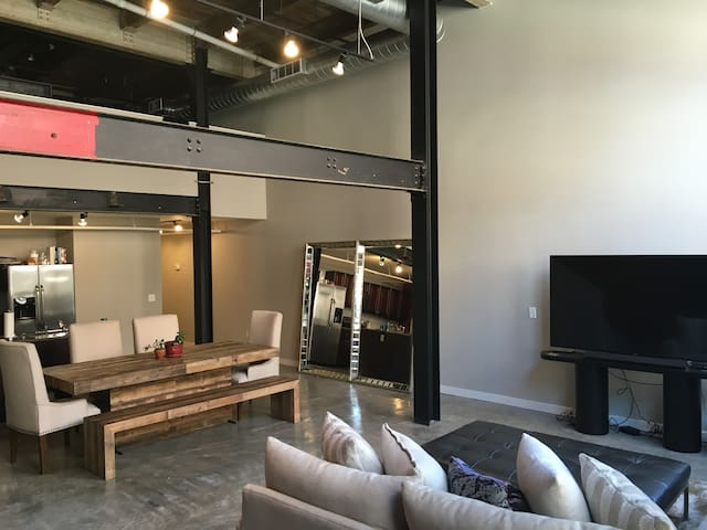 Luxury Loft Living, Excellent Location - Memphis