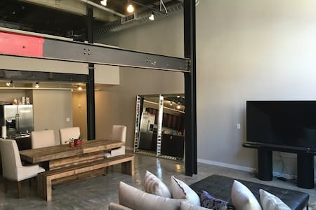 Luxury Loft Living, Excellent Location - Memphis - Loteng Studio