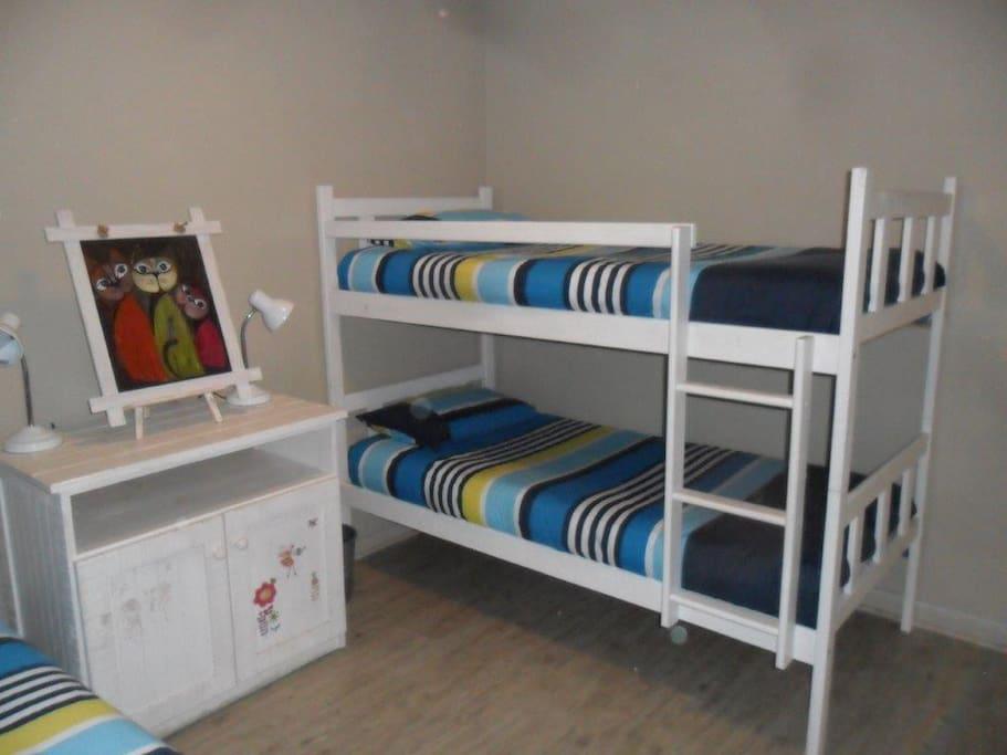 Single bedroom 3 beds
