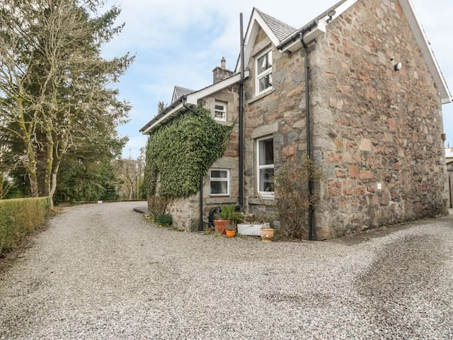 THE KNOWE UPPER, pet friendly, with a garden in Taynuilt, Ref 927114
