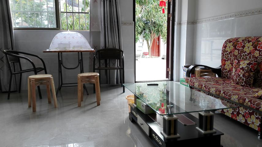 槟榔村里适合中老年的休闲房+门前芒果树 椰子树 近南山寺 大小洞天景区 - 三亚市, 海南省, CN - Huoneisto