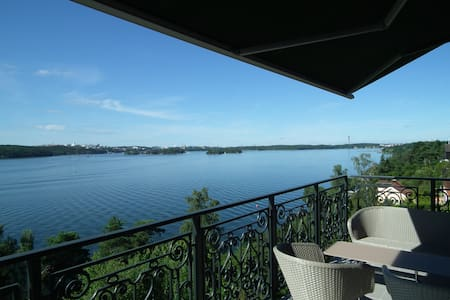 Beautiful villa with breathtaking views - Lidingö