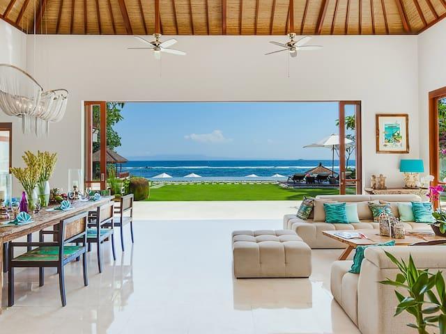 Beachfront Villa Tirta Nila, 4BR, Candidasa w/ chef