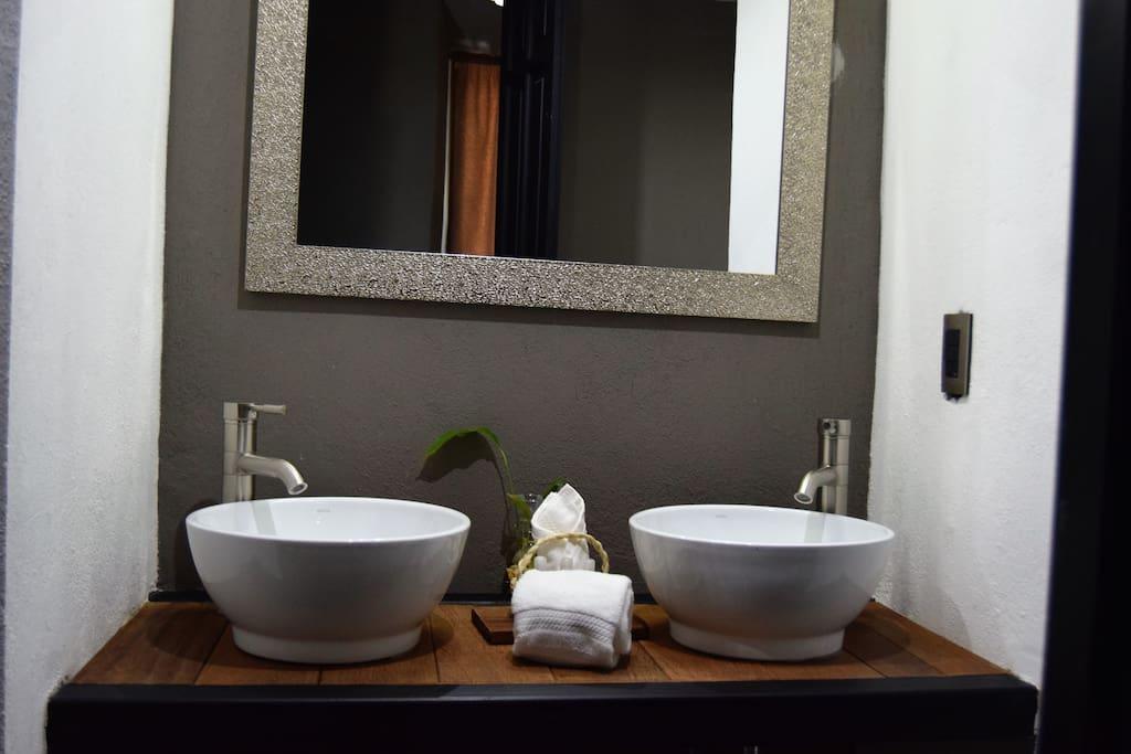 Baño Habitación Deluxe con Tapanco