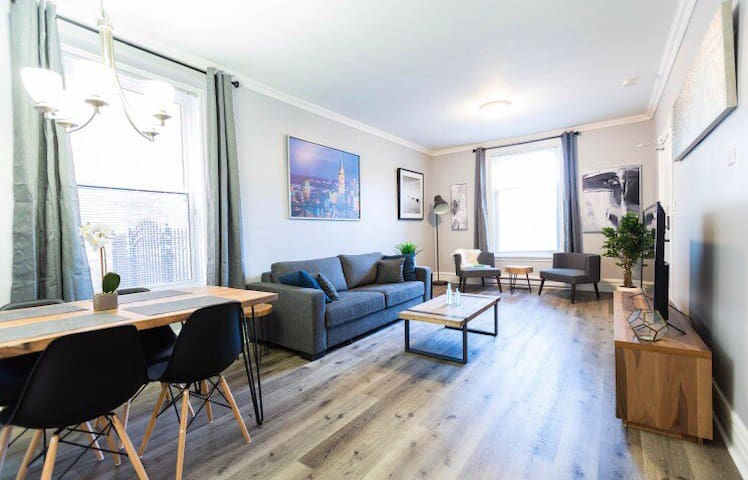 Spacious 1 bedroom STEPS to Parliament Byward