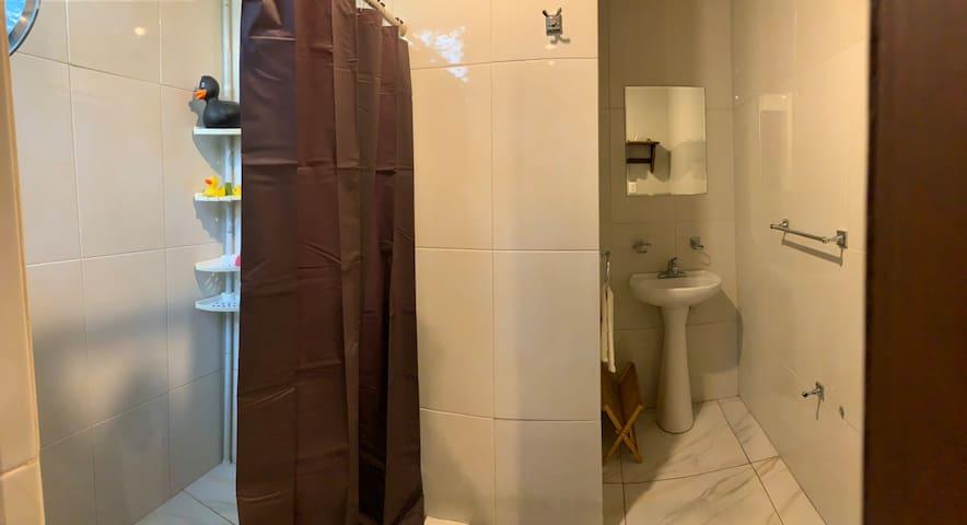 Habitación Amplia con Baño privado 🦉  Angelópolis