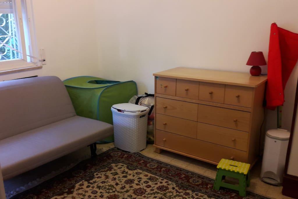 Second bedroom/child's room