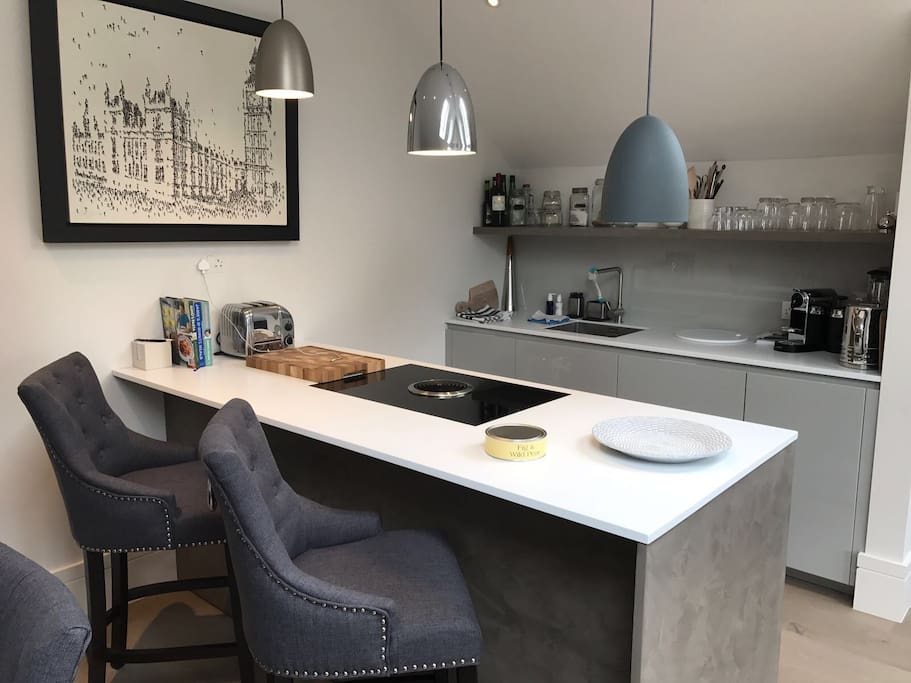 Fully kitted kitchen with high-end products