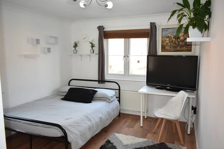 Quiet home ideal for access to London and beyond!