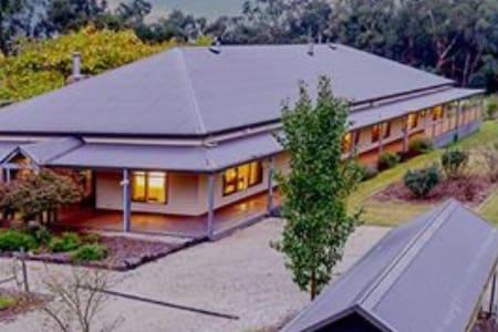 Luxury Farmstay in Rural Victoria - Tonimbuk - Haus