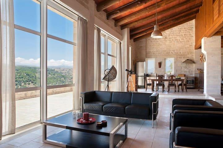Stone Built Private villa w/pool+BBQ+Shaded Patio
