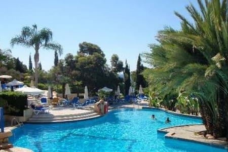 STUDIO WITH BREAKFAST, POOL, BEACH - Limassol - Bed & Breakfast