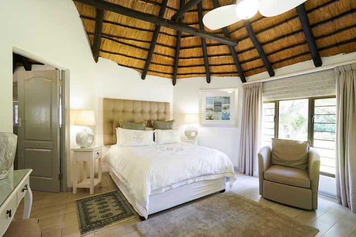 Sunbird gorgeous luxury cottage in idyllic garden