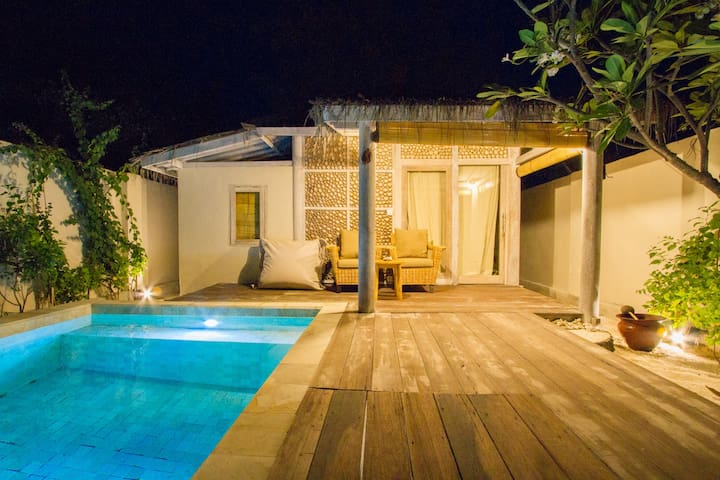 Villa Sembilan belas beachside with pool