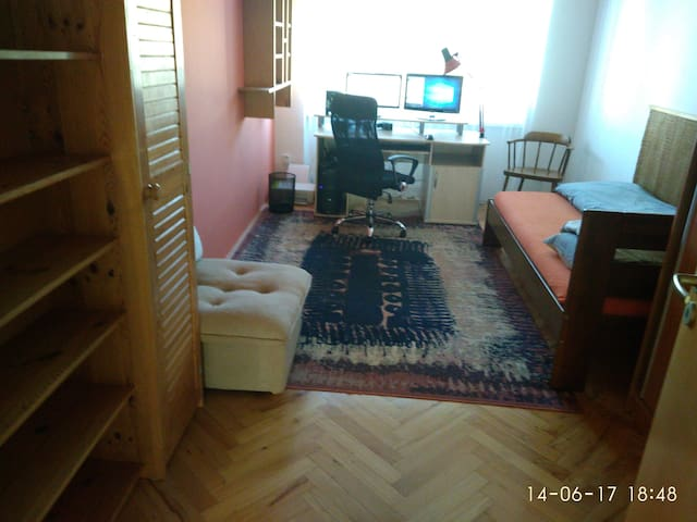 Nice room near the park