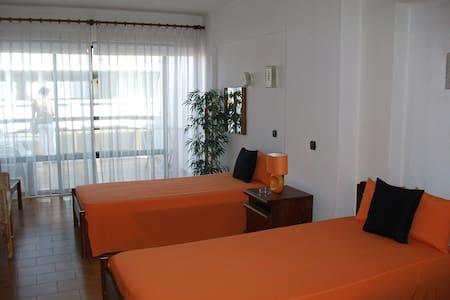 Apartamento T0 com piscina - Apartment