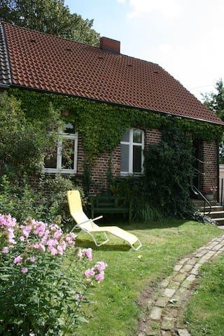 idyllisches Haus mit eigenem Garten - Usedom - Ház
