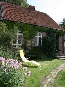 idyllisches Haus mit eigenem Garten - Usedom - Maison