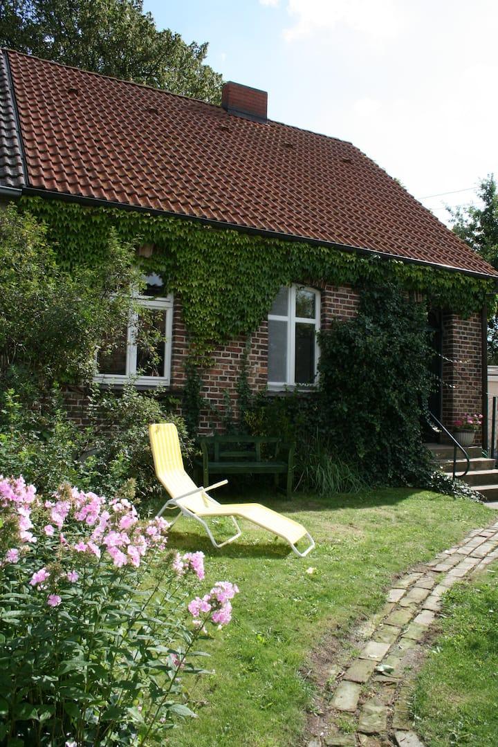 idyllisches Haus mit eigenem Garten