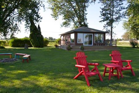 Nokara Farms Vineyard Cottage - St. Catharines
