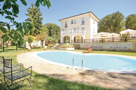 Holiday cottage with 4 bedrooms on 300m² in Massa d. Lucania -SA-