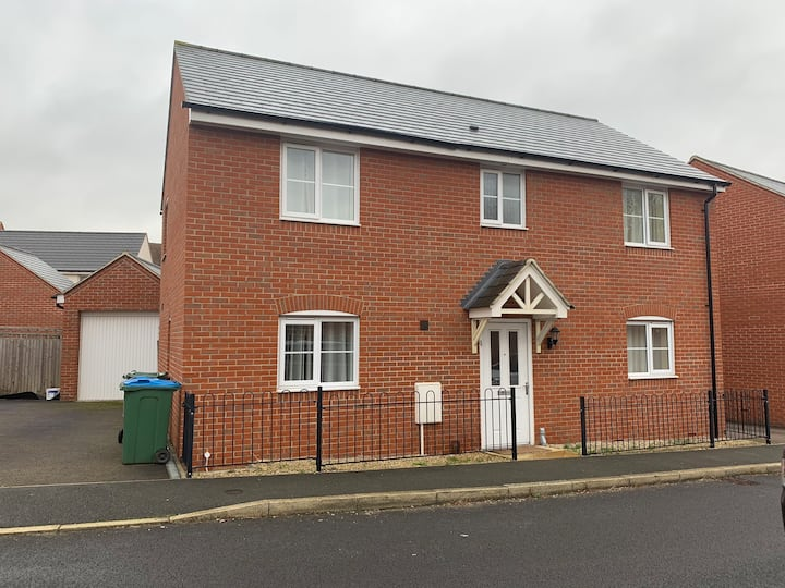 Four Bedroom detached House in Aylesbury