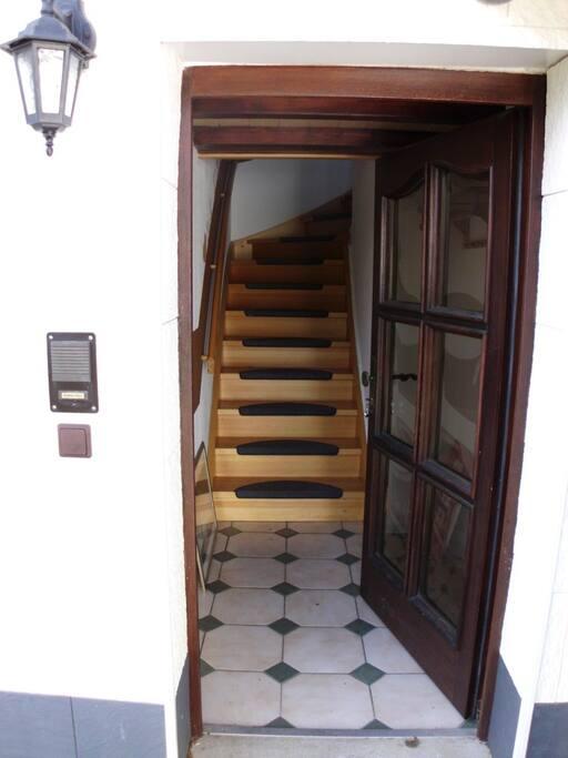 Eingangsbereich - bis zu den Betten müssen 2 Treppen überwunden werden ;-)