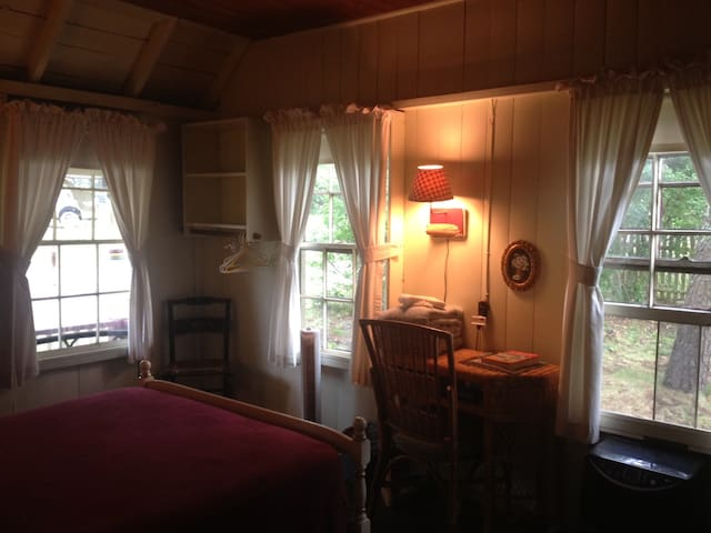 Cottage room, in-town location!  - Oak Bluffs - Hus