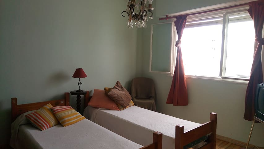 Shared room in the heart of Almagro!!