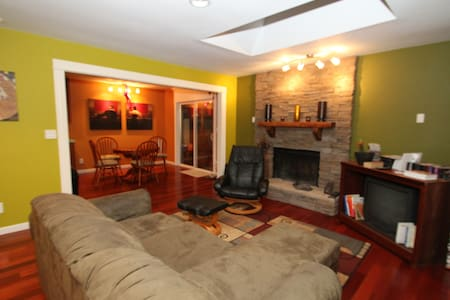 Private Room-Great patio-Hot tub - Portland - House