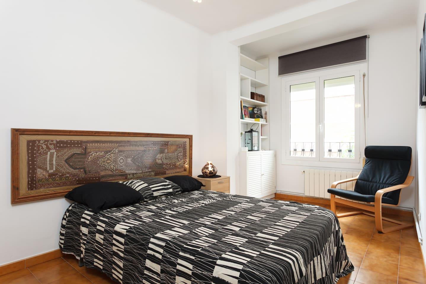 spacious 25m2 double bedroom