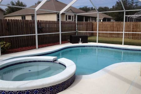 MacDill AFB 24 miles away - Seffner - House