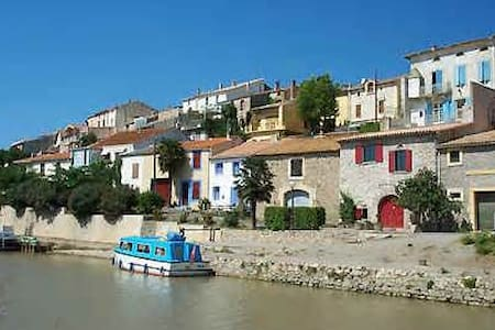 Chambre B&B - village Canal du Midi - House