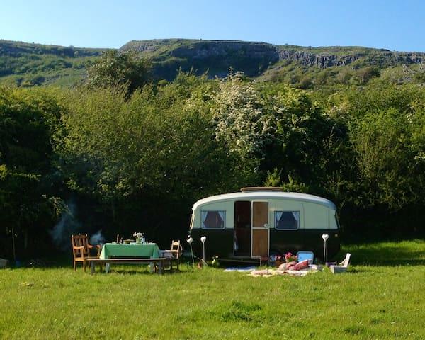 Burren farm camping - Carron - Husbil/husvagn