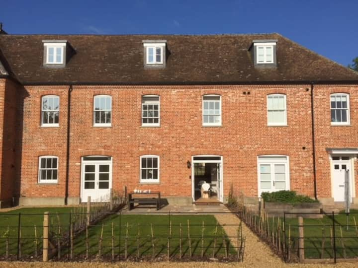 Townhouse with shared pool & gym near Southwold