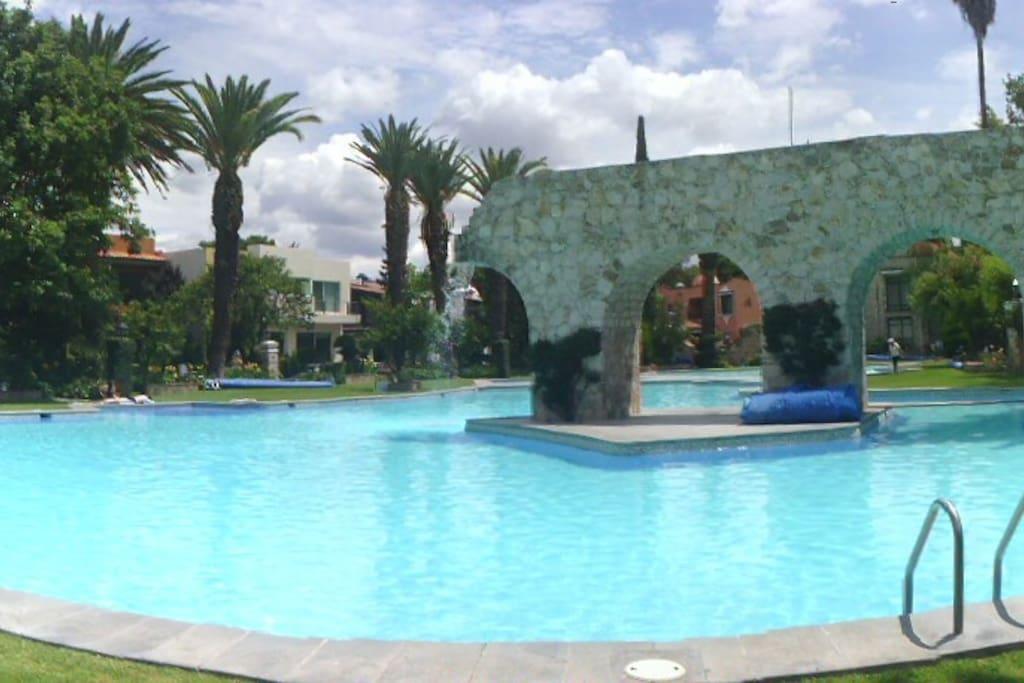 La más grande y linda alberca del pueblo - The largest and nicest pool in town